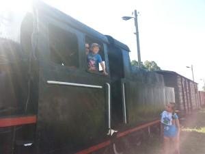 Każdy chłopiec marzy, żeby kierować taką lokomotywą!