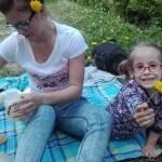 Kwiatki we włosach Julka i Emilka